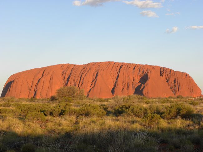 オーストラリアに行ってきました。<br />なんと懸賞に当たっての旅行でした。<br />日程です。<br /><br />9月1日 成田→ケアンズ<br />9月2日 ケアンズ→エアーズロック<br />9月3日 エアーズロックからキングスキャニオンウォーキングへ(往復6時間バス)<br />9月4日 エアーズロック→ケアンズ<br />9月5日 ケアンズからケープトリビュレーション<br />9月6日 ケープトリビュレーション<br />9月7日 ケープトリビュレーションからケアンズ<br />9月8日 ケアンズ→成田