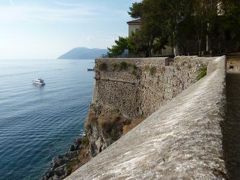 16日間の美食とビーチバカンスのシチリア!Vol20(第4日目午前) ☆エオリエ諸島:リパリ(Lipari) リパリ城へ続く中世の小路と絶景♪