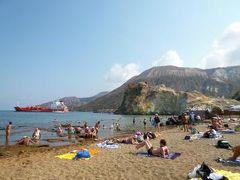 16日間の美食とビーチバカンスのシチリア!Vol31(第5日目午後) ☆エオリエ諸島:ヴルカーノ島(Vulcano) 海水温泉隣のビーチで優雅に過ごす♪