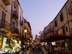 16日間の美食とビーチバカンスのシチリア!Vol37(第6日目夜) ☆エオリエ諸島:リパリ島(Lipari) 黄昏のリパリで楽しくショッピング♪最後のディナーはメインストリートを眺めて♪