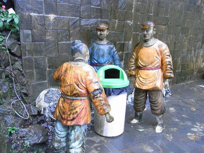 雨の中、ゴミ箱を見守る3人の原住民方に熱い想いが込み上げました。