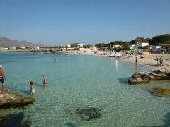 16日間の美食とビーチバカンスのシチリア!Vol56(第9日目午前) ☆エガディ諸島:ファヴィニアーナ島(Favignana) ファヴィニアーナの美しいビーチ「Lido Burrone」で優雅に過ごす♪