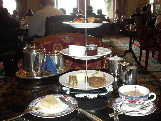 2005年2月から半年間、カナダのバンクーバーに留学しました。<br />最後の1カ月をビクトリアにてホームステイ。<br />綺麗な街並み、有名なButchart Gardens、高級ホテルのEmpress Hotelでアフタヌーンティー。<br />日本では決して見られない、体験出来ないことがいっぱいありました。<br />最後はフェアモントでのAfternoon tea、ミニチュアワールドの写真です。 <br />