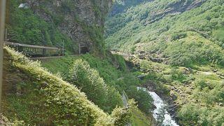 2011.7ノルウエーフィヨルド地帯1300kmドライブ19-フロムでの昼食,フロム鉄道,ヒョースの滝(Kjosfoss)