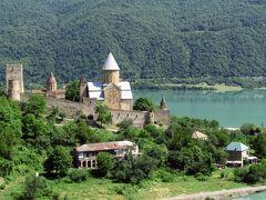 2011年コーカサス3カ国旅行第5日目(1)グルジア軍道:トビリシを出発して、湖畔に建つ姿が絵になるアナヌリ教会見学まで