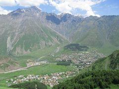 2011年コーカサス3カ国旅行第5日目(3)グルジア軍道:万年雪のカズベギ山が間近に迫る、クヴェミ・ムタ山頂上のツミンダ・サメバ教会へ