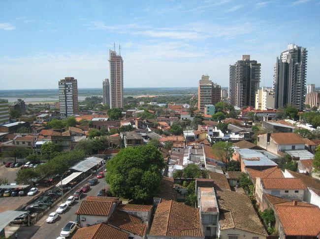 40時間かけて地球の裏側、南米はパラグアイの首都アスンシオンまでやってきました。日本からアスンシオンまでのルートは、成田-フランクフルト-サンパウロ-アスンシオンと大西洋を越えルートでした。<br /><br />日本人移住者が6500人ほど居住する国ですが、日本人観光客が行く国ではありませんね。<br /><br />滞在記的にメモと写真をご紹介しようと思います。<br /><br />インターネットが遅いので更新が帰国後になるかも知れません、ご了承のほどを。