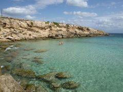 16日間の美食とビーチバカンスのシチリア!Vol66(第10日目午後) ☆エガディ諸島:ファヴィニアーナ島(Favignana) ファヴィニアーナの美しいビーチ「CALA AZZURRA」で優雅に過ごす♪