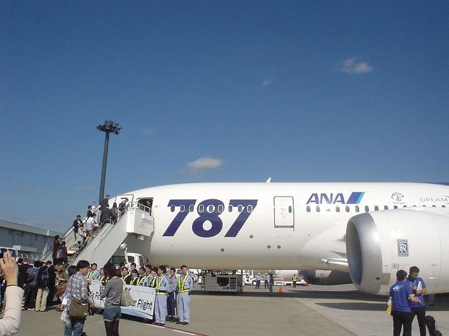 ANA ボーイング787の世界初!<br />就航記念チャーター便で行く香港1泊2日搭乗記<br /><br />2011年10月26日、<br />ボーイング787の初営業飛行として<br />成田から香港へ就航しました。<br /><br />787の応募には、1万2000件ありましたが、<br />抽選で選ばれるのはたった100人。<br /><br />なんと、そのうちの一人になっちゃいました!