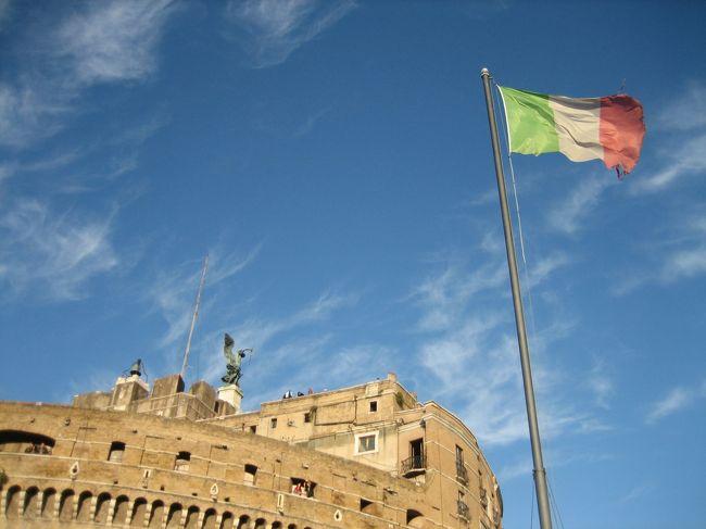古代が街中に残っている街、ローマに行ってきました。<br /><br />街中が博物館のような街なので、乗り物に乗って移動するなんてもったいない!と思い、歩いてまわりました。<br /><br />そんな、歩いてローマを楽しみたい方や、<br />これからローマに行かれる方の何かお役に立てばと思います。<br /><br />★ちなみに、今回の一人旅は、<br />ナポリ→プローチタ島→カプリ島→ソレント→ポジターノ→アマルフィ→ラヴェッロ→サレルノ→フィレンツェ→ピサ→ローマ→モスクワの旅の一部です。<br />良かったら、他の旅も見てください。