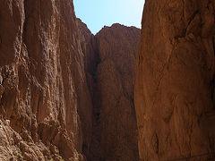 トドラ渓谷でランチ!見ているだけで怖いロッククライマーたち