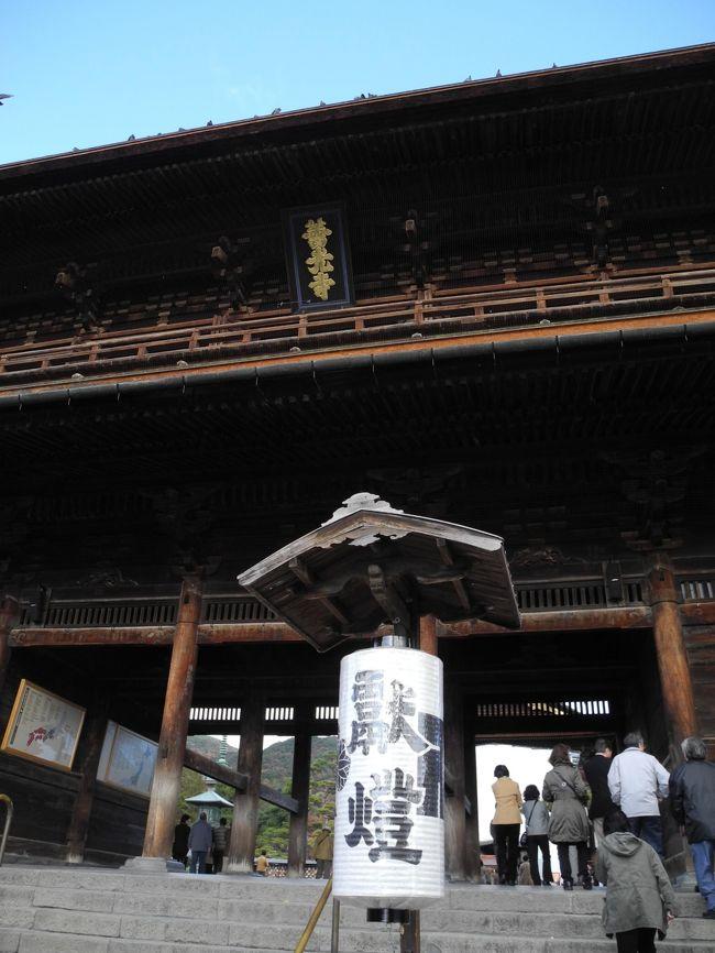 今年、5回目の善光寺参拝です。<br /><br /> 今回は、前回に比べるとそれ程、混雑してません。<br /> お昼は、まとやで食べました。<br /><br /> 過去の旅行記は、以下です。<br /><br />2011年10月 長野県善光寺 参拝してきました。<br />http://4travel.jp/traveler/kazukota/album/10612352/<br /><br />2011年06月 長野県善光寺 参拝してきました。<br />http://4travel.jp/traveler/kazukota/album/10579361/<br /><br />2011年05月 長野県善光寺 参拝してきました。<br />http://4travel.jp/traveler/kazukota/album/10570181/<br /><br />2011年02月 長野県善光寺 参拝してきました。<br />http://4travel.jp/traveler/kazukota/album/10545220/