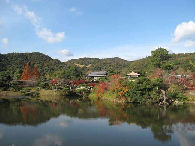 故郷はいつも優しく迎えてくれる。<br />12月とは思えない暖かなこの日、妹と毛利邸を訪ねました。<br /><br />鎌倉幕府創設の功労者大江広元を祖とする毛利氏は、その子季光が本拠相模国(現在の神奈川県)毛利荘毛利氏を名乗り、時親の代に安芸国(現在の広島県)吉田荘に移住しました。<br />その後、元就により西国最大の戦国大名へ飛躍した毛利氏は、輝元時代に長門国(現在の山口県)萩に移り、その子秀就が初代長州藩主となります。歴代藩主の努力で力を蓄えた長州藩は明治維新を実現、功により最後の藩主元徳は侯爵となりました。<br />−パンフレットより−