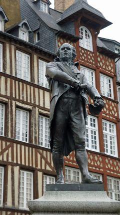 晩秋のノルマンディの旅(3)ブルターニュの古都レンヌに立ち寄り、古い街並みを散策してからパリへ戻る。