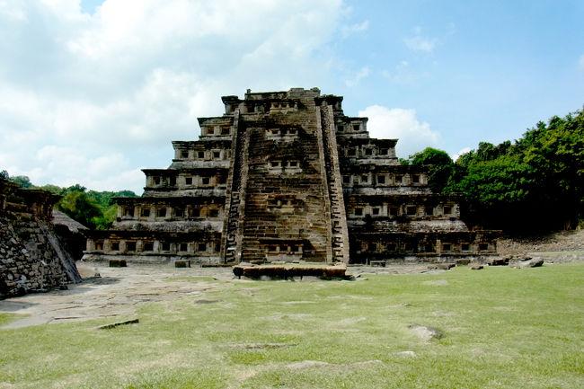デルタ航空のバーゲン価格航空券、HND-LAXが税込みで7万円!<br />LAX-MEXはマイル特典で、超格安メキシコ旅★<br />メキシコ政府観光局が定めた「Pueblos Magicos de Mexico(魔法のように魅惑的な町)」とメキシコでも有名なパワースポットを巡ってみました。<br />プエブロ・マヒコに選ばれるのは、メキシコらしい「象徴性」、「伝説」、「歴史」、「重要なイベント」、「人々の生活」などがある、魅力的で素晴らしい観光体験ができる場所ということです。<br /><br />●ポサリカPoza Rica<br />●エル・タヒンEl Tajin<br /><br />【世界遺産】<br />・古代都市エル・タヒン1992文化遺産<br /><br />--作成中--
