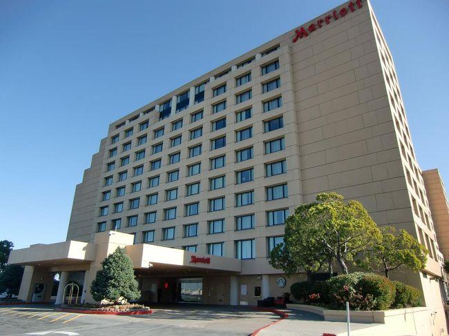 『サンフランシスコ・エアポート・マリオット・ウオーターフロント』(写真)は私がトランジットの時によく利用するホテルである。空港から近く、ホテルの無料シャトルバスが24時間運行している。リゾートホテル並に施設・設備が充実しており快適に滞在できる。「マリオット・リワードのポイント獲得」という別の目的もある。<br /><br />私のホームページ『第二の人生を豊かに―ライター舟橋栄二のホームページ―』に旅行記多数あり。<br />http://www.e-funahashi.jp/<br /><br />