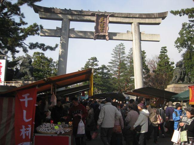 <br />京都の年末の風物詩、北野天満宮の終い天神に行ってきました。<br /><br />食べ歩きと露店巡りで、とても楽しい時間を過ごせました!
