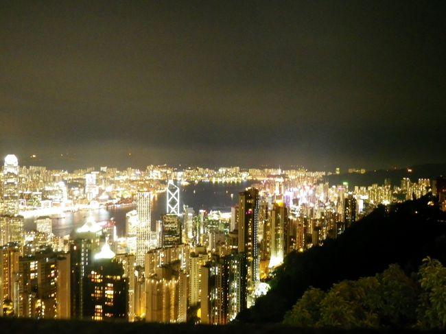 誘惑のマカオから魅惑の香港へ移動。<br />景色よし、飯うまし、夜景よし、買い物よしで最高!<br />ただ、男2人でいくところではなかったような…。<br /><br />最終日がお土産探しと移動のみのため、2日分をまとめて書きます。