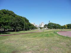 ブエノスアイレス・街歩き、アルヘンチーノ競馬場とパレルモ・ポロ競技場は街の中心に近く,向かい合わせ。
