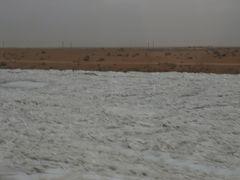 砂漠に降る雪