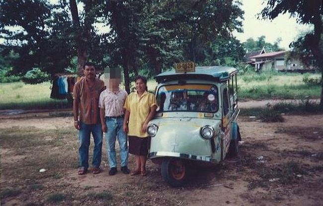 1988年の夏期休暇を利用して、初めてのタイを訪れました。社会人として初めてのプライベートの海外旅行でもありました。<br /><br />タイの歴史・宗教・世界観について、深く語ってはおりません。<br />いつものお気楽な「なんちゃって旅行記」をご紹介します。<br /><br /><br />≪全行程≫<br /><br />1日目:夕方、伊丹空港→バンコク   [タイ国際航空]<br />2日目:終日、バンコク市内散策。<br />3日目:終日、アユタヤ散策。<br />4日目:終日、カンチャナブリ散策。<br />5日目:午前、バンコク→伊丹空港   [タイ国際航空]<br /><br /><br />★80年代の海外シリーズ<br /><br />シンガポール(1983)<br />http://4travel.jp/traveler/satorumo/album/10530523/<br />イギリス(1983)<br />http://4travel.jp/traveler/satorumo/album/10530525/<br />アメリカ(1983)<br />http://4travel.jp/traveler/satorumo/album/10530545<br />http://4travel.jp/traveler/satorumo/album/10538538/<br />http://4travel.jp/traveler/satorumo/album/10539748/<br />メキシコ(1983)<br />http://4travel.jp/traveler/satorumo/album/10537936<br />カナダ(1983)<br />http://4travel.jp/traveler/satorumo/album/10539348/<br />http://4travel.jp/traveler/satorumo/album/10539741/<br />ドイツ(1983)<br />http://4travel.jp/traveler/satorumo/album/10539753/<br />オランダ(1983)<br />http://4travel.jp/traveler/satorumo/album/10539771/<br />フィンランド(1983)<br />http://4travel.jp/traveler/satorumo/album/10539775<br />スウェーデン(1983)<br />http://4travel.jp/traveler/satorumo/album/10542172/<br />ノルウェー(1983)<br />http://4travel.jp/traveler/satorumo/album/10542694/<br />デンマーク(1983)<br />http://4travel.jp/traveler/satorumo/album/10543453<br />ベルギー(1983)<br />http://4travel.jp/traveler/satorumo/album/10544148/<br />イタリア(1983)<br />http://4travel.jp/traveler/satorumo/album/10545191/<br />http://4travel.jp/traveler/satorumo/album/10545295/<br />http://4travel.jp/traveler/satorumo/album/10549580<br />スイス(1983)<br />http://4travel.jp/traveler/satorumo/album/10546955/<br />http://4travel.jp/traveler/satorumo/album/10548850/<br />フランス(1983)<br />http://4travel.jp/traveler/satorumo/album/10547322/<br />モナコ(1983)<br />http://4travel.jp/traveler/satorumo/album/10548150/<br />バチカン(1983)<br />http://4travel.jp/traveler/satorumo/album/10549080/<br />オランダ(1986)<br />http://4travel.jp/traveler/satorumo/album/10522388<br />ベルギー(1986)<b