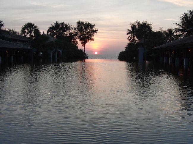 中国の春節休暇を利用した家族旅行の主目的地「プーケット」。3日間プラプラしていました。この写真は、宿泊先のJWマリオットのフロント前から海を眺めたところです。ちょうど日没前で綺麗に撮れました。