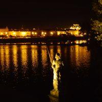 オーストリア、チェコ 中世の町並みと夜のカレル橋 ②
