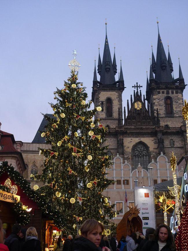 再び、プラハ。<br /><br />夕焼けに染まるカレル橋<br />人がいっぱいの旧市庁舎<br />クリスマス・マーケット。<br /><br />そして、チェコで大人気のアイスホッケーは「プラハダービー」<br />などなど。