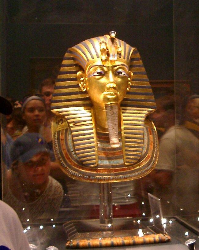 高校生の時岡山にツタンカーメン王の黄金のデスマスクが来たことがあります。カイロ博物館で再会出来ました。
