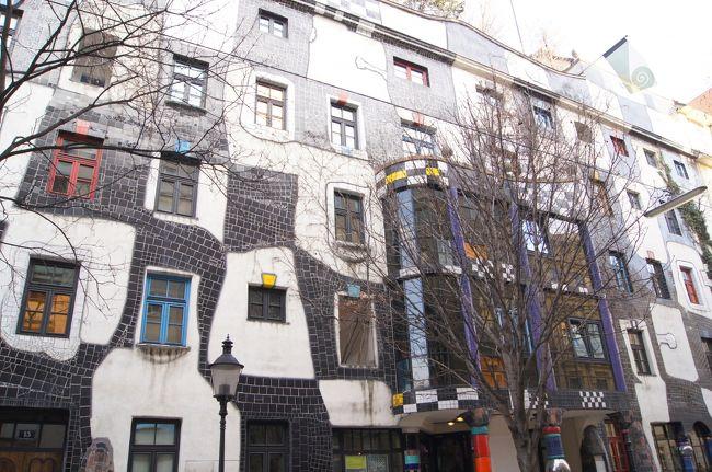 プラハ&ウィーン旅の後編です。<br />フンデルトヴァッサーの建築巡りや、ガイドブックに載っていたお店でグルメ、ナッシュマルクトなんかの街歩きが楽しかったです。<br />