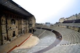 南仏ローマ遺跡をめぐる旅 【2】オランジュの古代劇場とニームの闘技場(2012/3/18)