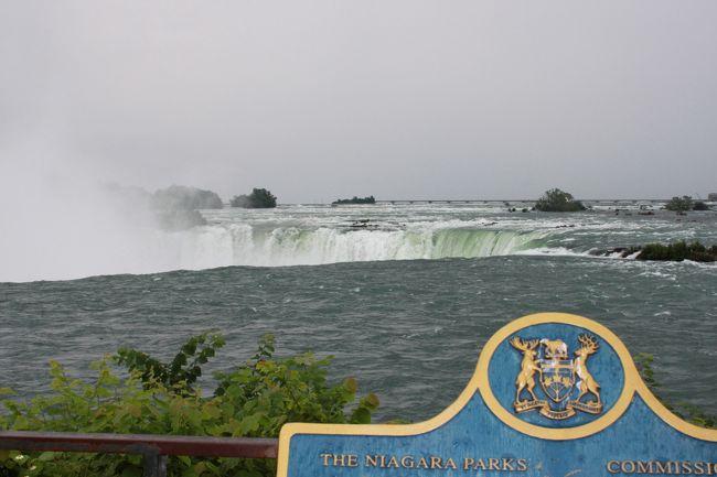 大自然と花の旅<br /><br />カナダ最初の観光はナイアガラから・・・<br />霧の乙女号からのは眺めは迫力満点。<br /><br /><br />1日目 成田〜ナイアガラ<br />2日目 ナイアガラ〜レイクルイーズ<br />3日目 コロンビア大氷原観光<br />4日目 レイクルイーズ〜バンフ<br />5日目 バンフ〜バンクーバー<br />6日目 ビクトリア観光<br />7日目 バンクーバー発<br />8日目 成田着