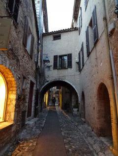 春の優雅なコートダジュール旅♪ Vol51(第5日目夕方~夜) ☆サン・ポール・ド・ヴァンス:黄昏の中世の村を歩く♪