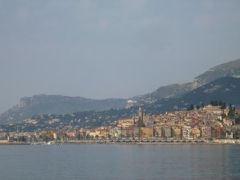春の優雅なコートダジュール旅♪ Vol82(第8日目午前) ☆マントン(Menton):ラ・テュルビーからマントンの国境へ♪イタリア側から美しいマントンの景色を眺めて♪