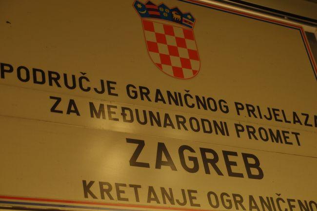 2011.9.6-9.16の期間で、クロアチアのザグレブ、スロベニアのリュブリャナ、イタリアのトリエステ、ヴェネチア、トレヴィーゾへ行ってきました。<br /><br />&lt; 9月6日><br />11:55 NRT発 JL5053便<br />17:15 CDG着 <br />19:30 CDG発 AF1460便<br />21:30 ZAG着<br /><br />宿泊地 ザグレブ<br />ホテル The Regent Esplanade Zagreb リージェントエスプラネード<br />夕食  機中<br /><br />【全行程】<br />9月6日(火曜日)11:55 NRT発 JL5053便 →17:15 CDG着<br />同日の9月6日  19:30 CDG発 AF1460便 →21:30 ZAG着<br />↓・・・・ザグレブ観光 (The Regent Esplanade Zagreb リージェントエスプラネード ホテル泊)<br />9月9日(金曜日)9:00Zagreb  GL.発 電車にて移動 →11:19Ljubljana着<br />↓・・・・リュブリャナ観光 (Central Hotel セントラルホテル泊)<br />9月10日(土曜日)6:35 Ljubljana発 バスにて移動 →8:50 Trieste着<br />↓・・・・トリエステ観光 (Victoria Hotel ヴィクトリアホテル泊)<br />9月11日(日曜日)11:44 Trieste発 電車にて移動 →13:49 Venezia着<br />↓・・・・ヴェネチア観光<br />↓・・・・トレヴィーゾ観光<br />9月15日(木曜日)7:10 VCE発 AF2527便 →9:00 CDG着<br />同日の9月15日  11:00 CDG発 AF1460便 →翌日の9月16日 6:00 NRT着<br />