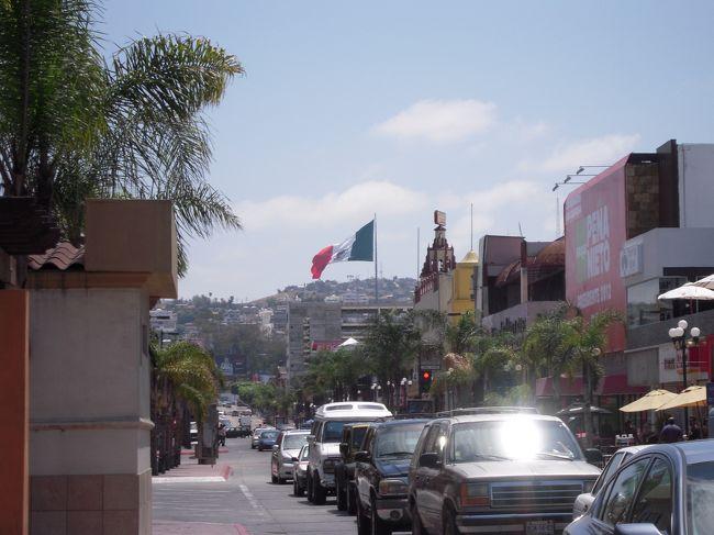 ロサンゼルスに旅行した際、日帰りでメキシコ・ティファナへ。<br />主に街並み。<br /><br />