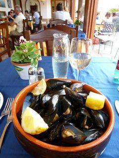 初夏のイスキア島で優雅なバカンス♪ Vol8(第2日目午後) ☆イスキア島サンタンジェロ:ランチはサンタンジェロの小島で美味しいムール貝を頂く♪