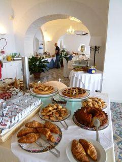 初夏のイスキア島で優雅なバカンス♪ Vol12(第3日目朝) ☆イスキア島サンタンジェロ:「パーク・ホテル・ミラマーレ」のメインダイニングの優雅な朝食♪