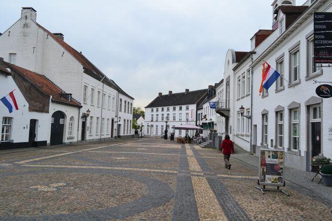 10年に1度しか行われないフロリアード2012を目的にプランを組んだオランダ&ベルギー旅です。<br /><br />フロリアードの観光も済ませたので、一旦ホテルに戻って、フェンロからトールンへ行くまでの様子を撮影しました。<br /><br />表紙の写真はトールン中心部です。<br />