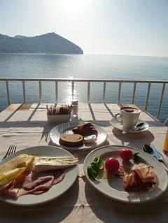 初夏のイスキア島で優雅なバカンス♪ Vol29(第5日目朝) ☆イスキア島サンタンジェロ:「パーク・ホテル・ミラマーレ」のテラスで美しい景色を眺めながら優雅に朝食♪