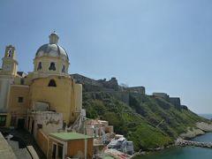 初夏のイスキア島で優雅なバカンス♪ Vol34(第5日目午前) ☆プローチダ島:Corricellaの美しい教会とカラフルな街並みを鑑賞♪