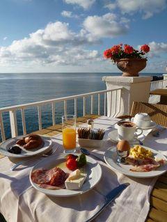 初夏のイスキア島で優雅なバカンス♪ Vol48(第7日目朝) ☆イスキア島サンタンジェロ:「パーク・ホテル・ミラマーレ」のメインダイニングのテラスで優雅な朝食♪