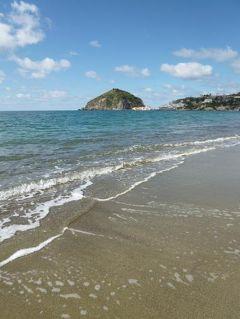 初夏のイスキア島で優雅なバカンス♪ Vol50(第7日目午前) ☆イスキア島サンタンジェロ:ビーチ「Maronti」を歩きながら絶景を楽しむ♪「パーク・ホテル・ミラマーレ」の温泉公園「アフロディテ・アポロン」でゆったりと温泉を楽しむ♪