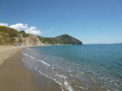 初夏のイスキア島で優雅なバカンス♪ Vol52(第7日目午後) ☆イスキア島サンタンジェロ:「パーク・ホテル・ミラマーレ」のプライベートビーチで優雅に過ごす♪