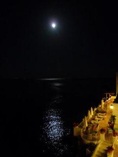初夏のイスキア島で優雅なバカンス♪ Vol56(第7日目夜) ☆イスキア島サンタンジェロ:「パーク・ホテル・ミラマーレ」のジュニアスイートルームからスーパームーンの美しい夜景を眺めて♪