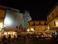 初夏のイスキア島で優雅なバカンス♪ Vol67(第8日目夜) ☆ナポリ:卵城とその周囲の街並みの美しい夜景を眺めて♪