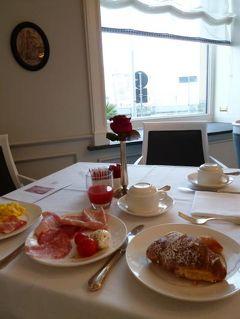 初夏のイスキア島で優雅なバカンス♪ Vol68(第9日目朝) ☆ナポリ:「Grand Hotel Santa Lucia」の最後の朝食♪