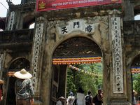 灼熱!河内之旅(3)現地ツアーに参加してハノイ郊外の香寺(パフュームパゴダ)参拝するも、そのアクセスの長さに疲れ果てる。
