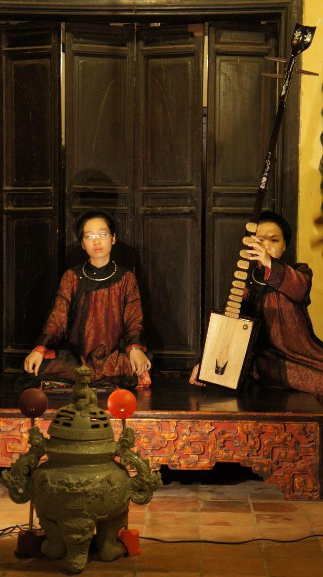 灼熱!河内之旅(2)ハノイの旧家保存館で念願の歌札(カーチュー)の演奏に感動し酔いしれる。