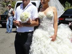 アルメニア前編:ゲガルド修道院へスクールバスでGO!で結婚式に参列(おまけにガルニ神殿)~2011年コーカサス3か国+モスクワ旅行・13~